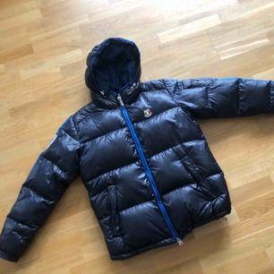 Dolomite vinter jacka  Size L Använd 3 gånger  Köpt för 4000 för 2-3 år sen  Mitt pris 500:-