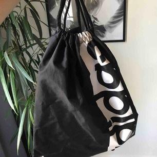 """""""Väska"""" från adidas använd fåtal ggr FRAKR INGÅÅÅR TJOHOOO"""