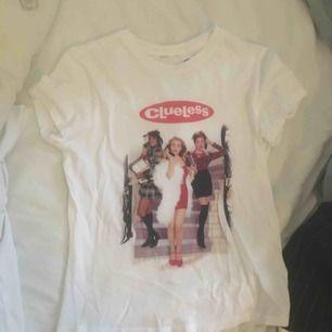Clueless T-shirt. Frakt tillkommer