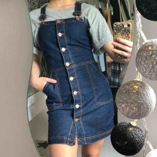 Jeans klänning .fraktkostnad tillkommer eller  så kan jag mötas i Uppsala/Stockholm