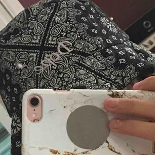 snygg DOPE buckethat köpt för 250kr men säljs för 110kr (+36kr frakt) ~