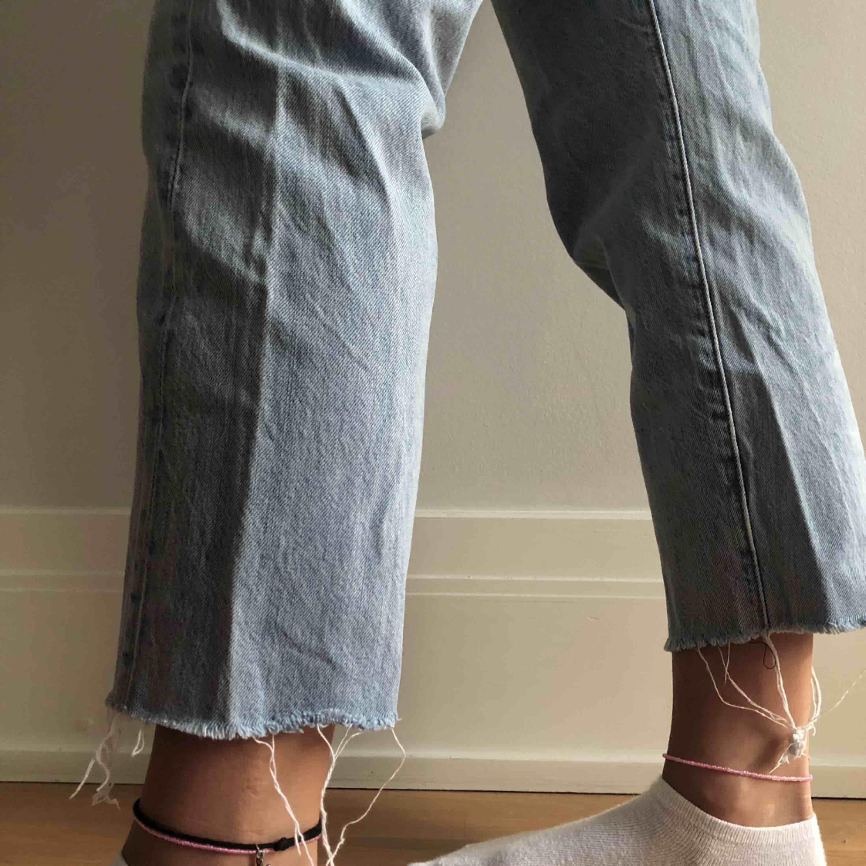 WEDGIE STRAIGHT Levis jeans. Säljs pga beställt fel storlek. Aldrig använda bara Super snygga trendiga <3! Inköpta för 1500kr på carlings. Pris kan diskuteras . Jeans & Byxor.