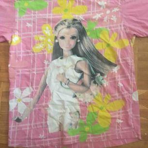 Barbie t-shirt i xs- small Frakt 37