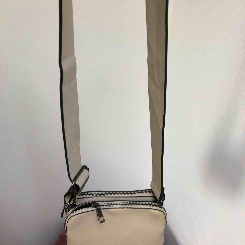 beige väska från Lindex , använd lagom mycket men använder inte längre , säljer för 100 köpt för 300 💕💕. Väskor.