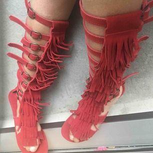 Helt nya ascoola sandaler, stövlar. Köpta i Gos. Aldrig använda! Fri frakt