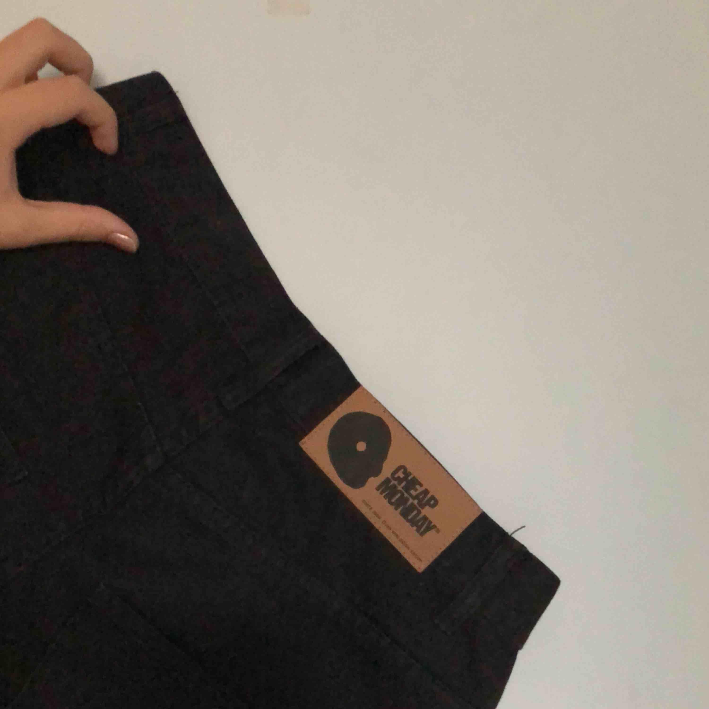 Cheap monday jeans fast avklippta till väldigt långa shorts, passar nog bättre på killar :p. Shorts.