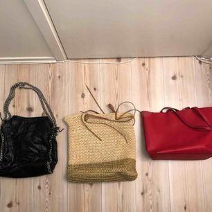 Säljer massor av väskor jag inte längre använder! Skriv i pm om ni är intresserad utav någon väska så kan jag skicka bättre bild och säga pris 😌 Finns att hämta upp i Växjö annars står köparen för frakt.