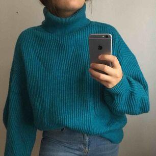 STOR blå stickad polo-tröja från HM, oversized