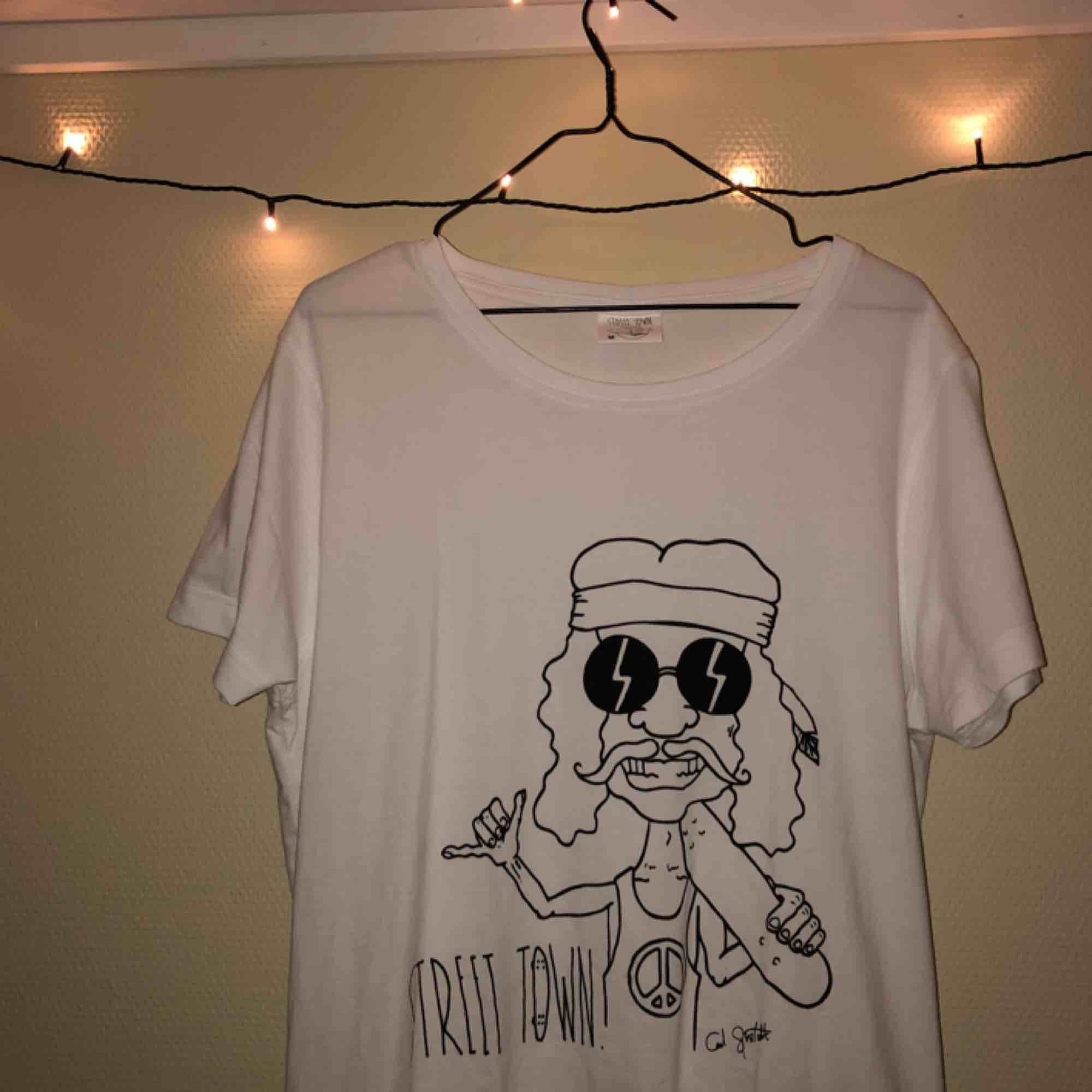 Aldrig använd!  . T-shirts.
