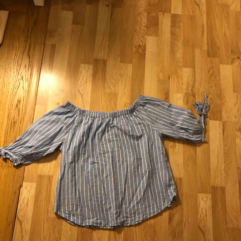 Snygg blus/ skjorta från hm . Skjortor.