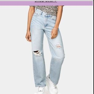 Söker dessa jeans från Junkyard. Modellen manfriend fast med hål, hör gärna av dig om du har lust att sälja dina vidare! 🥰