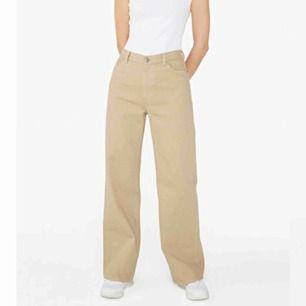 Jeans från monki, aldrig använda. Nypris 400, säljer för 200 + frakt (runt 50-70kr) Strl 32, se sista bild för storleksguide.