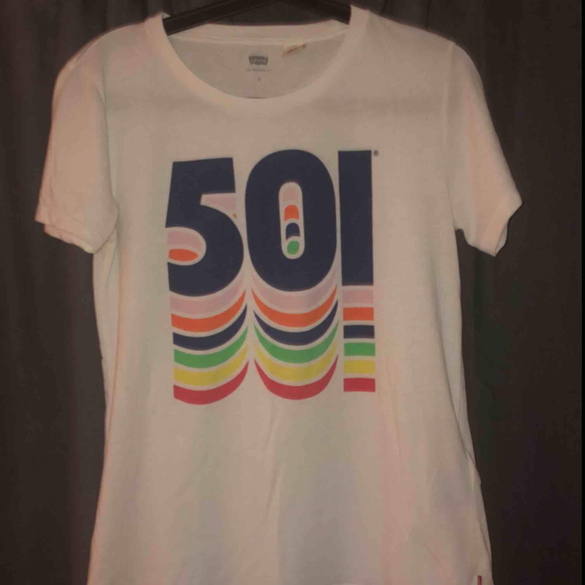 Fin Levis t-shirt, möts upp i Umeå eller köparen står för frakt . T-shirts.