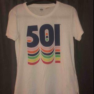 Fin Levis t-shirt, möts upp i Umeå eller köparen står för frakt