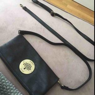 Mulberry clutch/axelremsväska Långt och kort band finns till Aldrig använd  Köparen står för frakt Äkta skinn