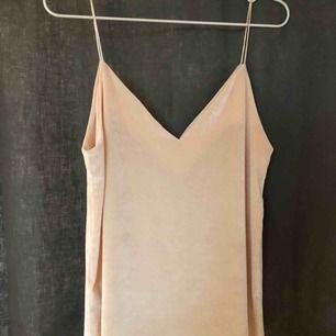Sammets linne från Gina tricot, möts upp i Umeå eller köparen står för frakt