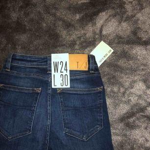 OANVÄNDA tiger of sweden jeans! De är helt som nya!😍 köparen står för frakt annars möts jag gärna upp för en snabbare affär!💕