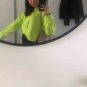Skitball neongrön hoodie! Storlek M/L men passar mig som vanligtvis är XS/S💕💕💕💕