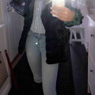 Ljusblå tiger jeans! Väldigt sköna och använd bara! Köparen står för frakten annars möts jag upp självklart!💞🤗