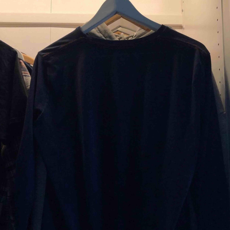 Gant tröja från Kidsbrandstore st 164-170,  köpt för 399kr men säljer för runt 100kr pris kan diskuteras,  kan mötas upp i Sthlm eller frakta men då betalar köparen frakten!. Tröjor & Koftor.