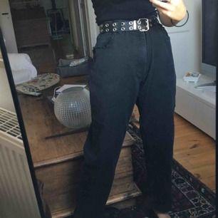 jättecoola jeans! dock så är det hål i värsta fickan:-/💖