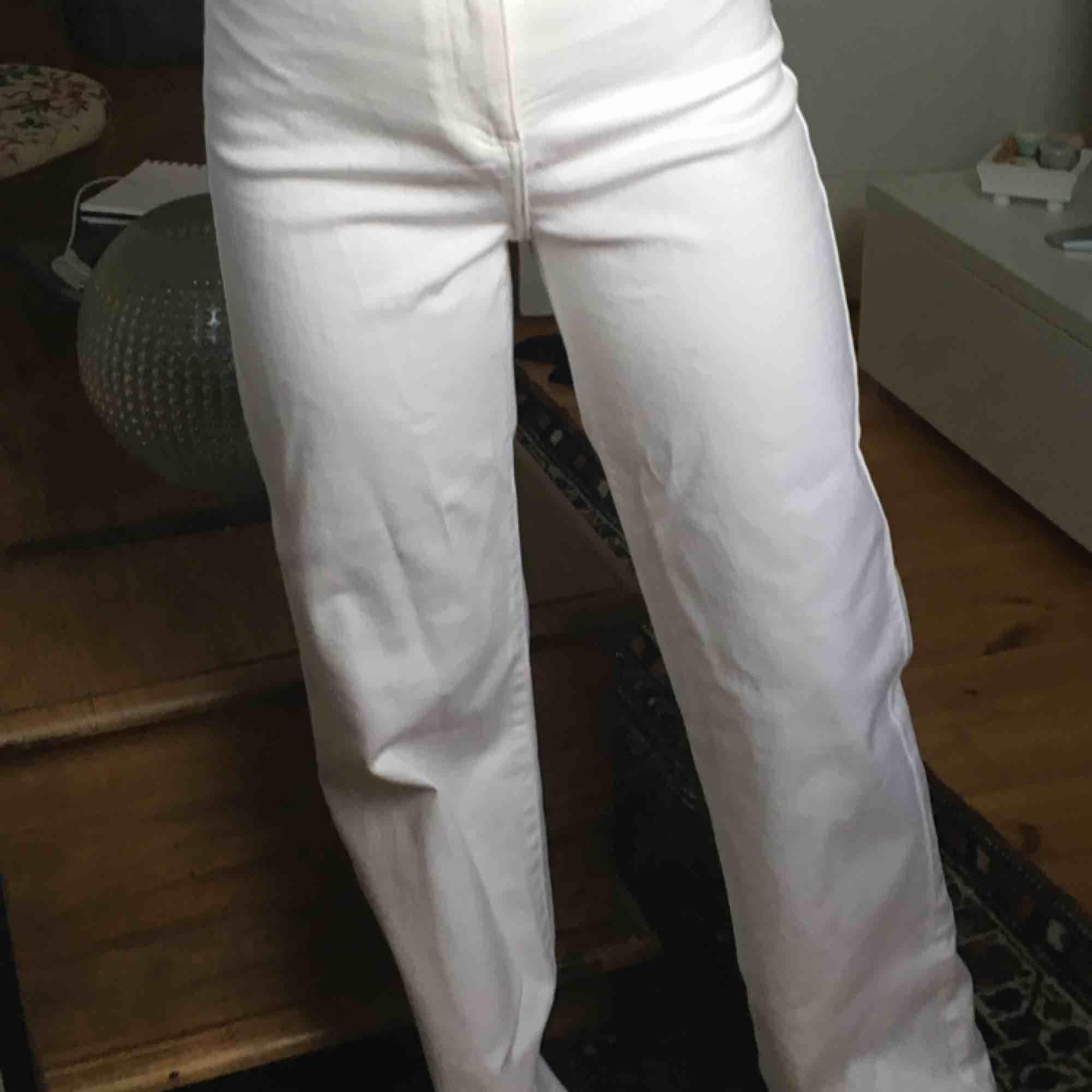 jättefina jeans från Wera! De i storlek 40 är aldrig använd men de i storlek 38 är ett fåtal använda💖. Jeans & Byxor.