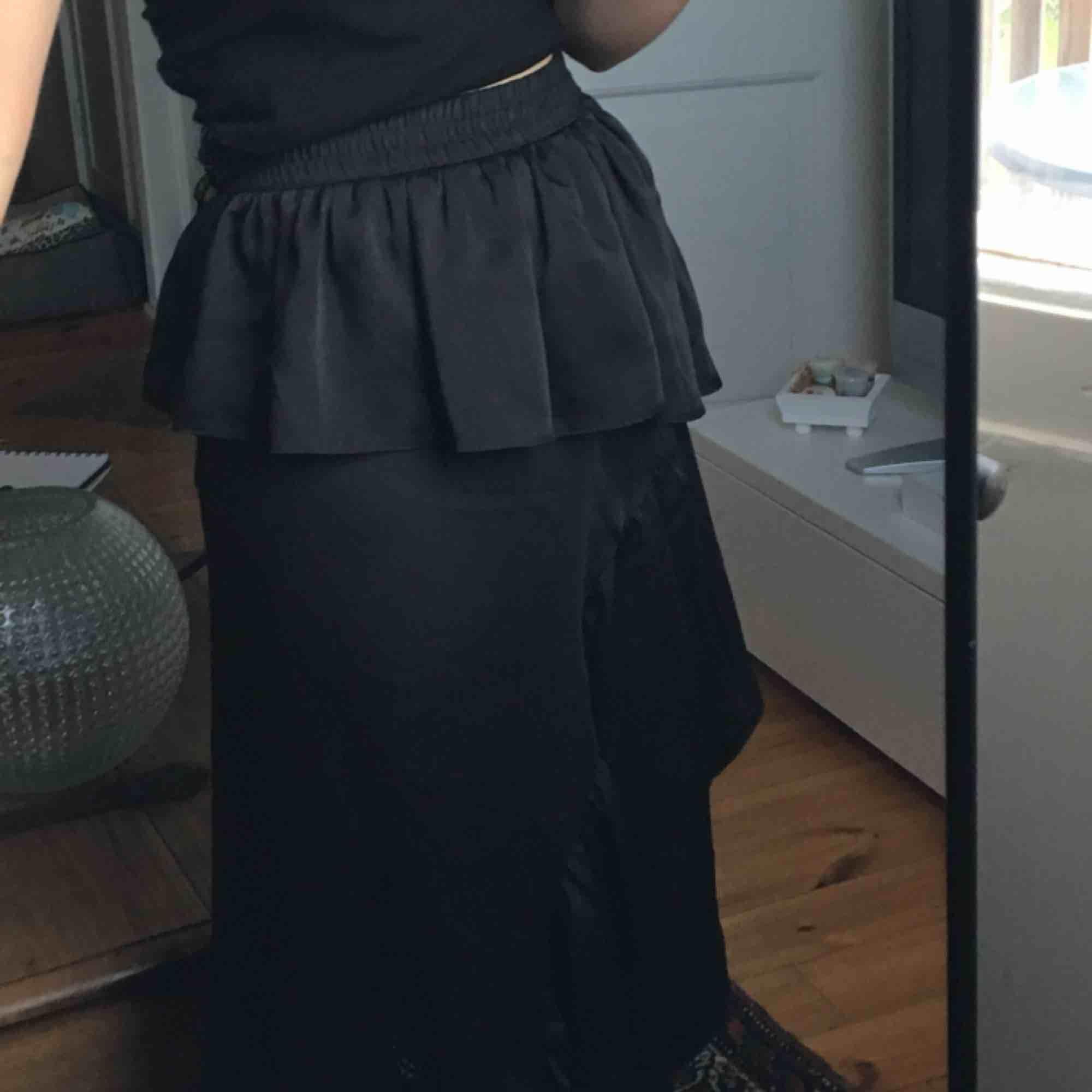 svinsöt kjol från asos!!💖 knappt använd!. Kjolar.