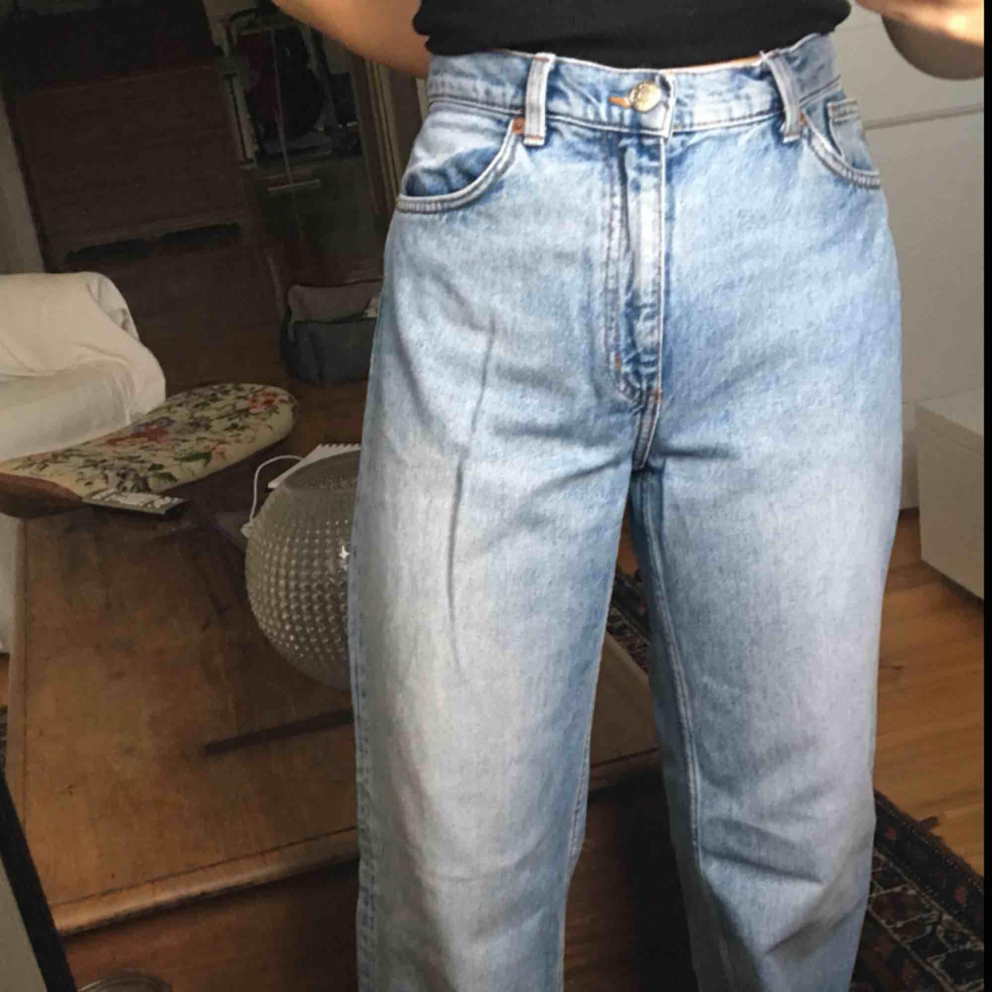skitsnygga jeans från monki!!💖. Jeans & Byxor.