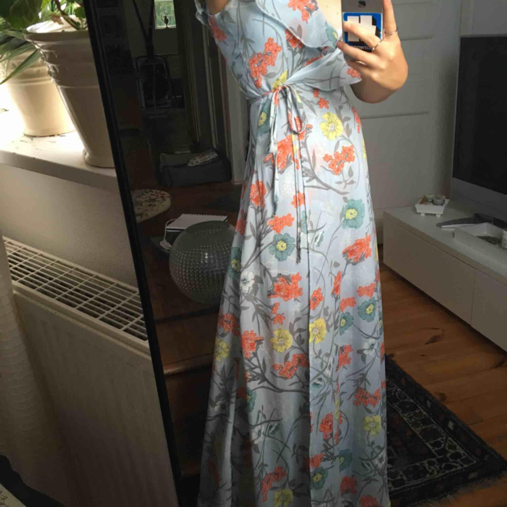 sjukt fin klänning som knappt används!!💖. Klänningar.
