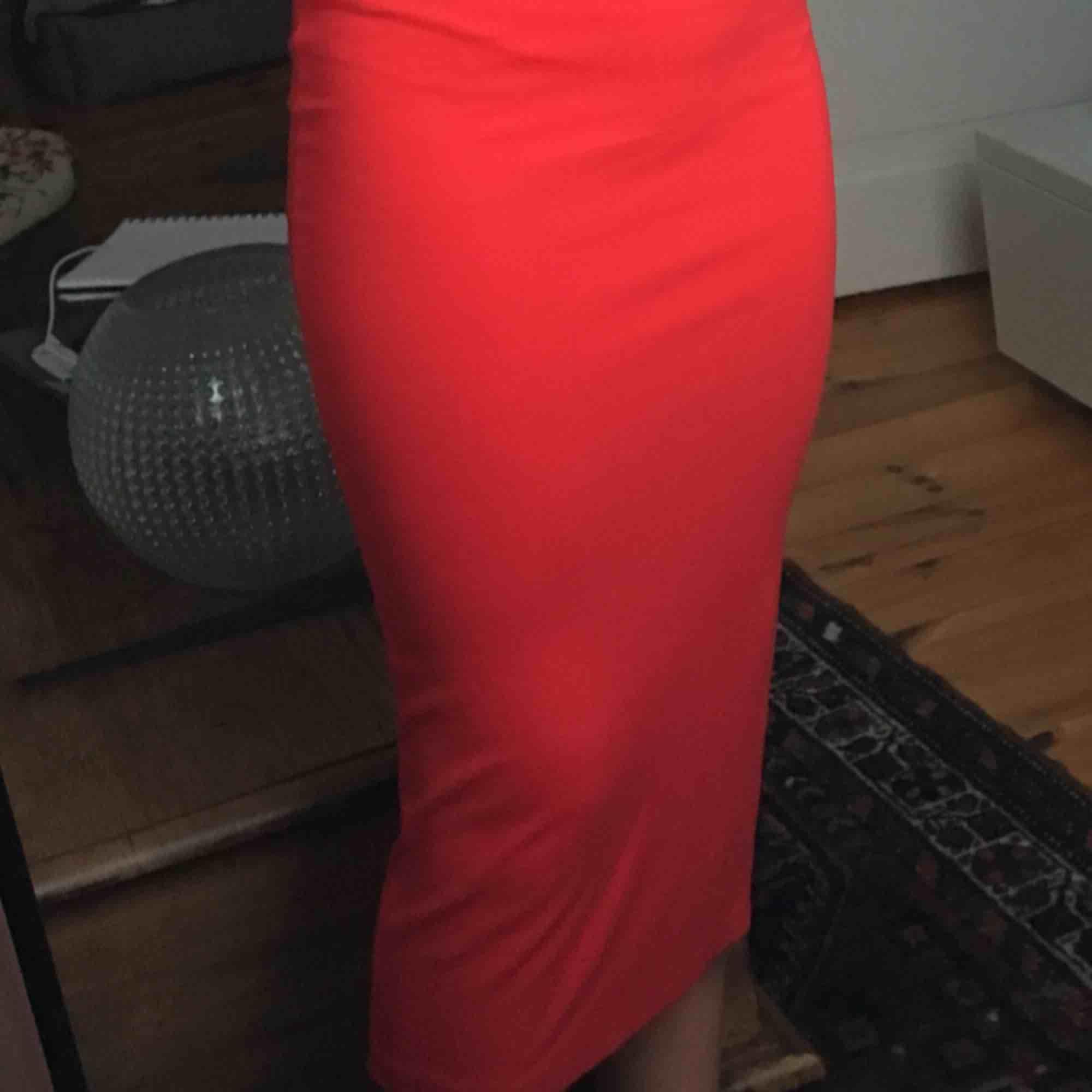 svinfin röd klänning!!💖. Klänningar.