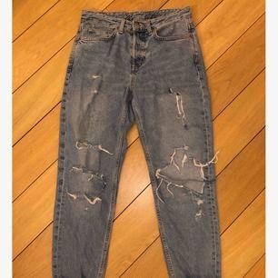 Boyfriend jeans från H&M. De är lite mer blåa i verkligheten. Frakt tillkommer.