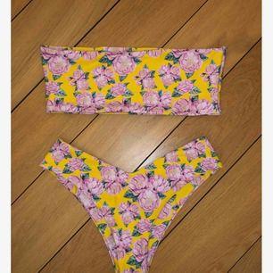 Oanvänd bikini från SHEIN. Köpt som storlek M men liten i storleken så är som en S.