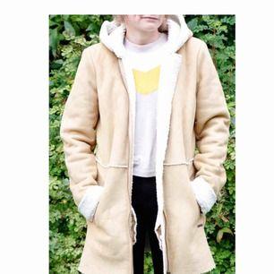 Roxy jacka i strl L enligt lappen men S enligt mig som är 160cm o väger runt 55kg. 100% polyester, fejkmocka. 63kr i frakt
