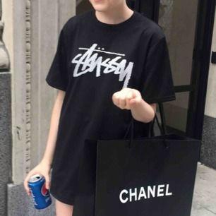 Mesh tröja från Stussy köpt på herravdelningen på Urban Outfitters! Frakt tillkommer! :)