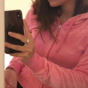 En skön rosa hoodie i strl Xs