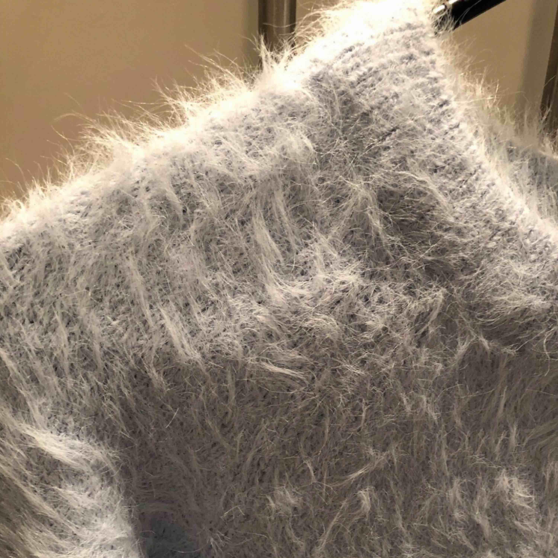 Säljer min mysiga tröja i strl XS från ginatricot.  I gott skick!. Tröjor & Koftor.