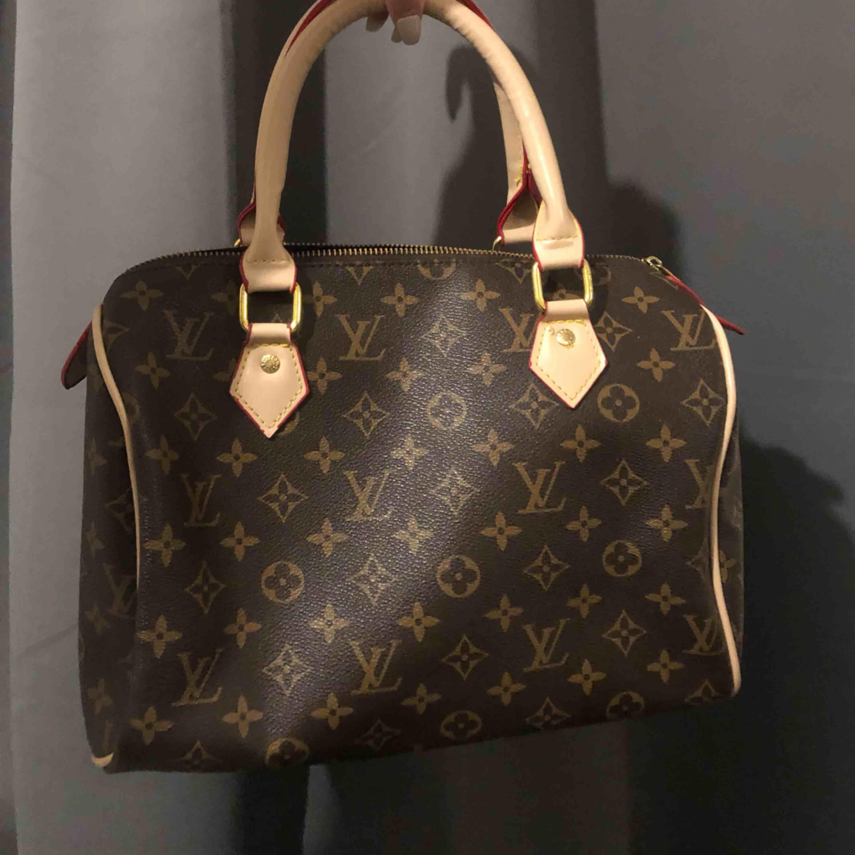 Louis Vuitton väska . Väskor.