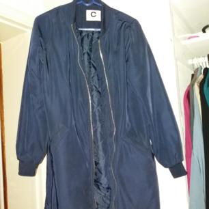 Marinblå höstjacka från Cubus. Superskön och bra skick. 100 kr.