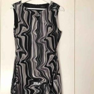Super snygg klänning ifrån STOCKH LM stl 40