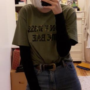 Cool grön tröja från Monki!!💫