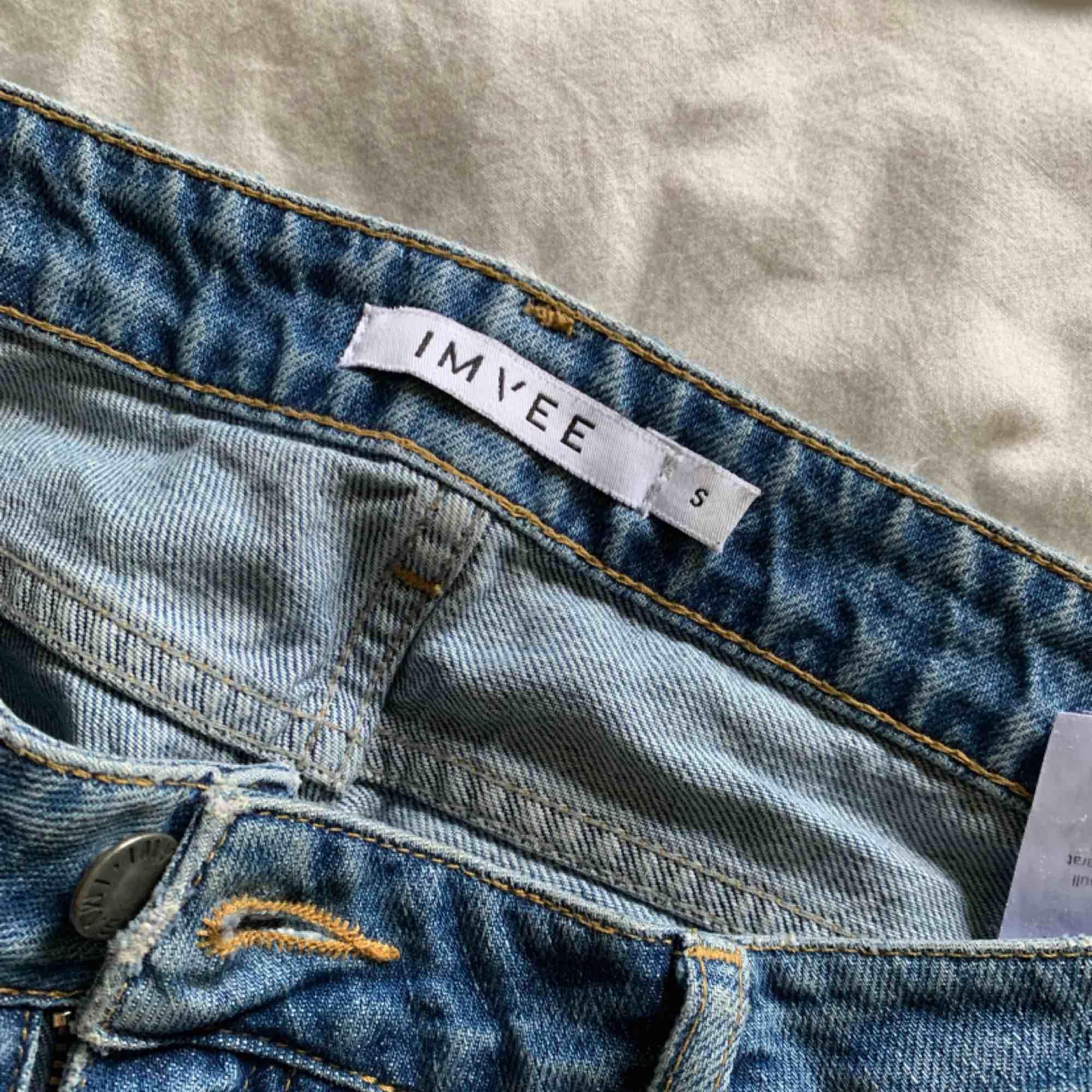 Säljer mina favorit jeans då jag växt ur dom.. . Jeans & Byxor.