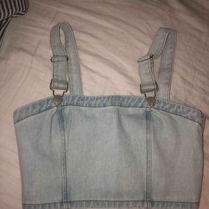 Topp i jeans material, frakt tillkommer 🖤
