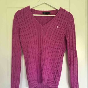 Rosa kabelstickad tröja från Ralph Lauren. Mycket bra skick! Passar XS/S.