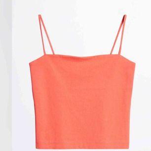 Nypris: 99kr Mitt pris: 25kr + frakt Coral/neon linne från Gina. Storlek M men är själv en S/XS och linnet passar mig bra!🥰