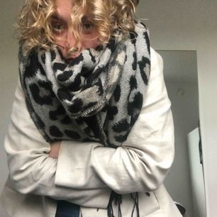 Megamysig halsduk från Zara, över 2 m lång!