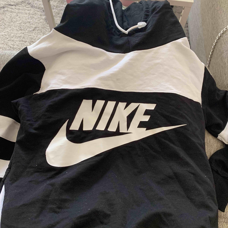 Fake Nike bra skick. Huvtröjor & Träningströjor.