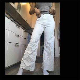 Helt nya zara jeans i modellen The marine straight,säljer tyvärr pågrund av att dom ej används!