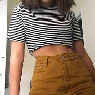 T-shirt använd två gånger, tänkte att man kunde kroppa den genom att göra en knut eller ha den som den är.