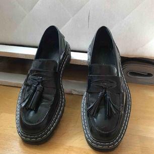 Storlek 41!  Snygga loafers ifrån asos 50 kr frakt tillkommer😘