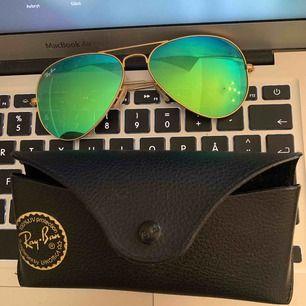 Pilot solglasögon från rayban med grönt spegelglas. Bra skick använda fåtal gånger bara
